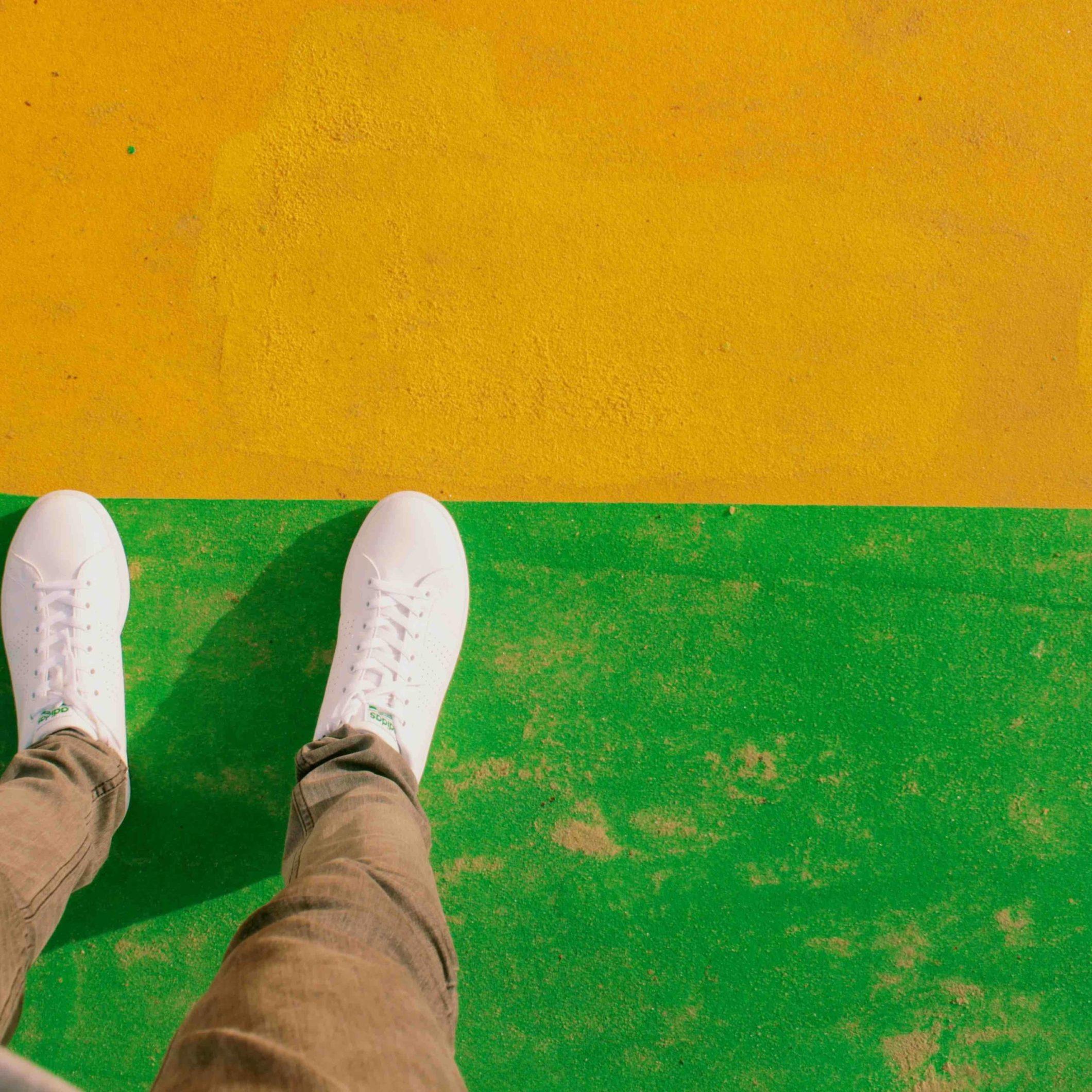 PIEDS TENNIS - Photo by Niels Kehl on Unsplash